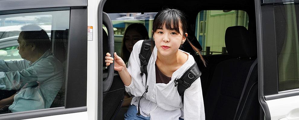 東部自動車の無料送迎バスで通学
